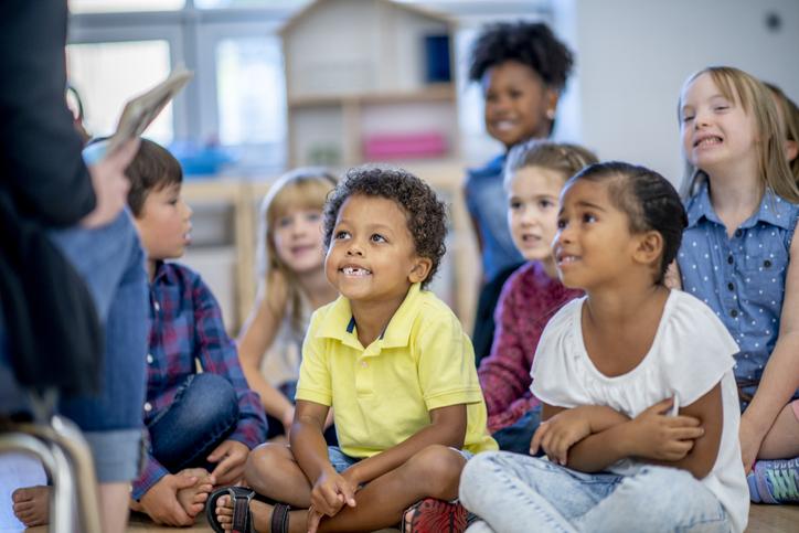 Multi ethnic elementary school children in a classroom